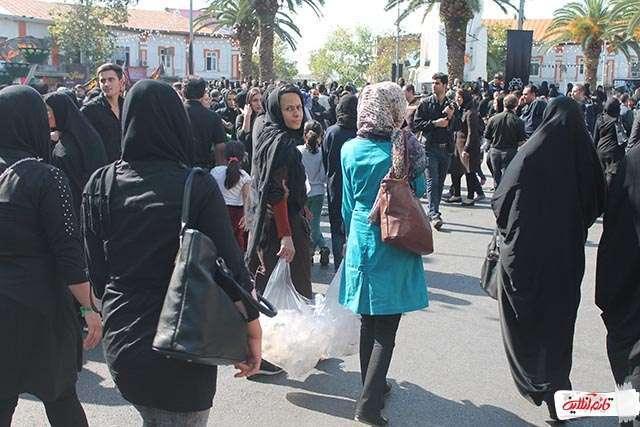 و البته حاشیه بزرگ این مراسم پرشکوه بد حجابی تعدادی از افراد بود که متاسفانه در بین جمعیت حضور داشتند تز پخش این تصاویر معذوریم.