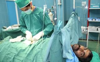 خارج شدن سنگ مثانه ۳۸ میلیمتری از بدن بیمار فریدونکناری