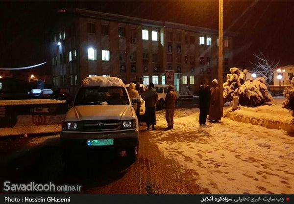 امداد رسانی به مسافران گرفتار در برف محور سوادکوه