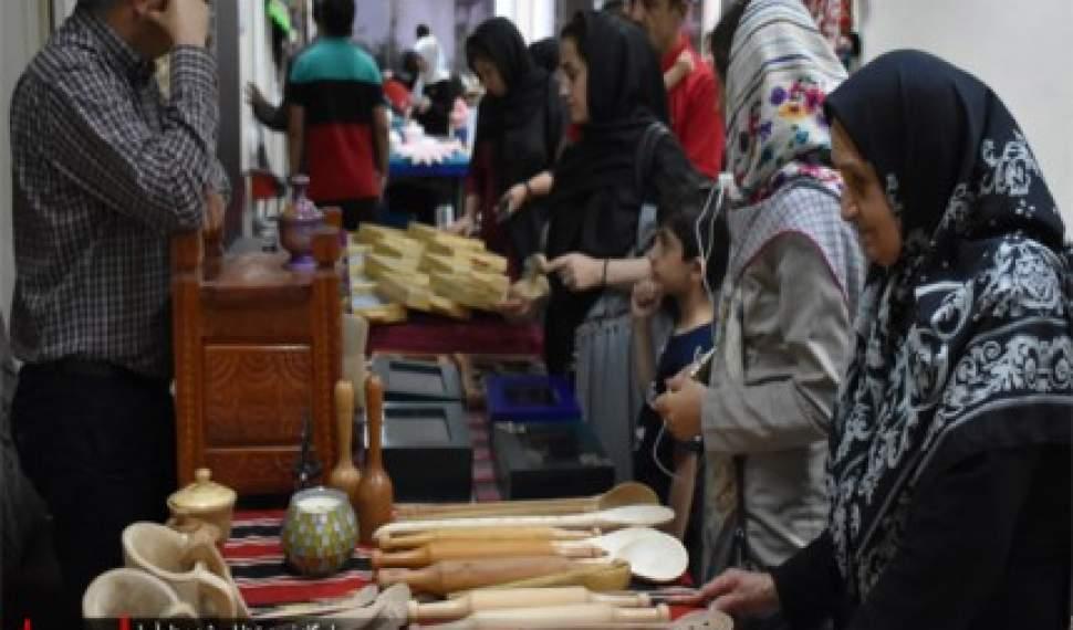 نخستین «جمعه بازار هنری» در آمل برپا شد