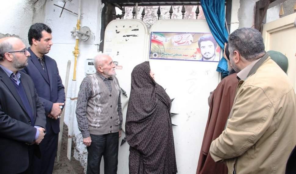 آغاز نصب تابلوی عکس شهید بر سر در 600 خانه شهدا در آمل/ خانه های شهدا، برکت و هویت کوچه و خیابانهای ما هستند