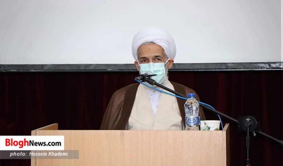 مردم مسائل فرهنگی و اخلاقی را از امام جمعه مطالبه کنند