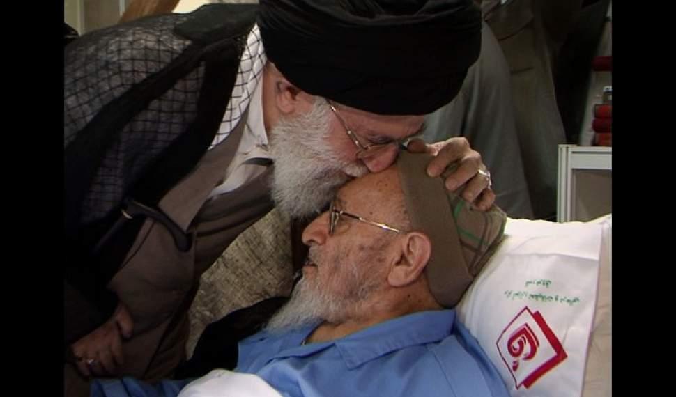 اقامه نماز بر پیکر علامه حسنزاده آملی توسط رهبر معظم انقلاب